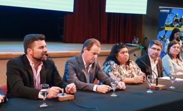 Cuchillería Artesanal y Escuela Fragata Sarmiento (paraje Las Delicias, Federal): Pilares de la producción y la educación local.