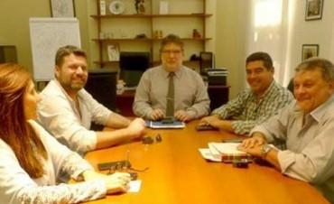 Chapino gestionó ante IAPV viviendas para Federal.