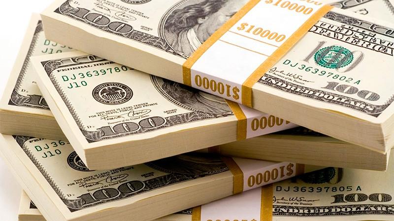 El dólar cayó fuerte por el alto nivel de las tasas y cerró por debajo de $ 39