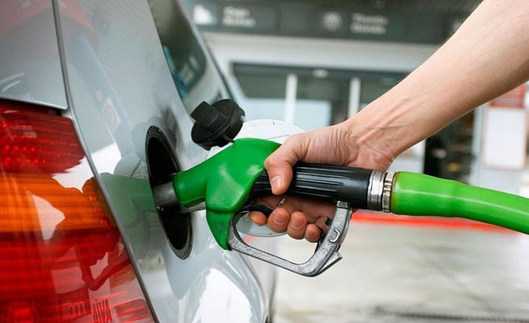 Esperan nueva suba de la nafta en los próximos días: Cuánto sería el incremento
