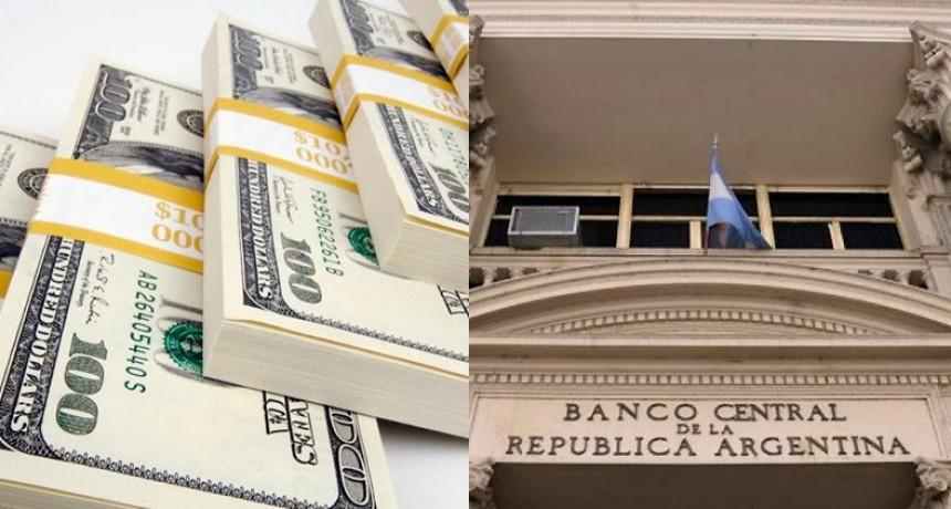 El dólar marcó su tercera baja pero el Banco Central colocó tasa al 74%