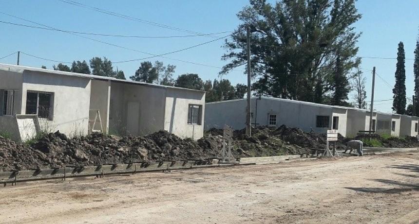 Avances en el servicio eléctrico para las viviendas en construcción en C.Bernardi
