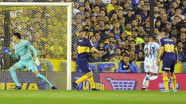 Boca se quedó sin invicto en la Superliga y perdió ante Racing en la Bombonera