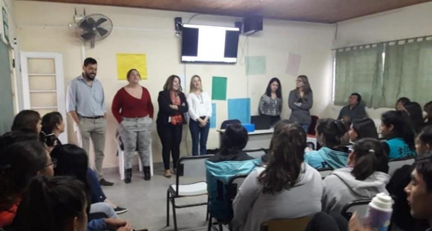 """Taller sobre """"Ciudadanía Activa"""" en la Esc. Sec. Américo de Conscripto Bernardi."""