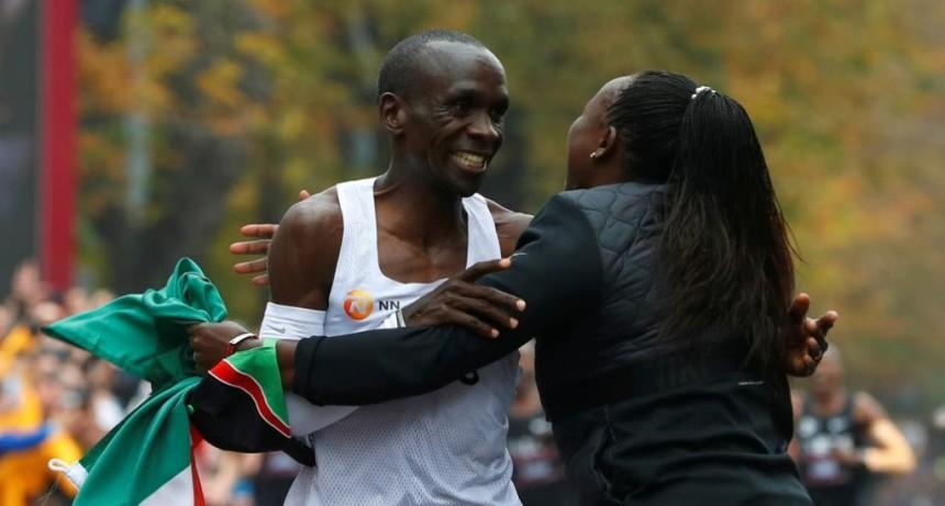 Eliud Kipchoge: quién es el hombre que bajó las 2 horas del maratón por primera vez en la historia