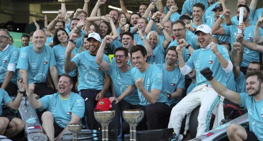 Fórmula 1: Valtteri Bottas movió rápido, ganó el Gran Premio de Japón y Mercedes festejó el título de constructores