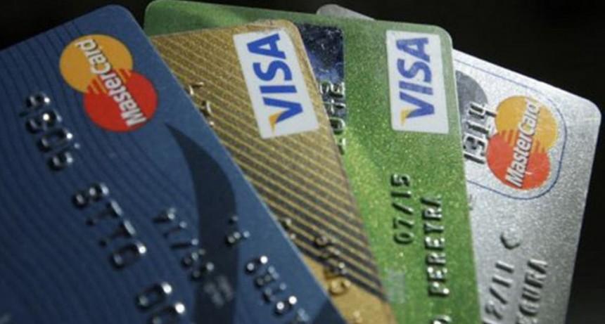 Usar la tarjeta de crédito: claves para que no nos devoren los intereses