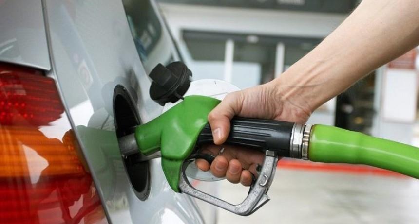 El fin del congelamiento: Empiezan a barajar porcentajes de suba de las naftas