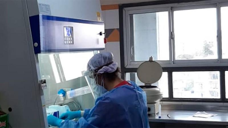 El hospital San Roque ya analiza muestras de coronavirus: Cómo es el proceso