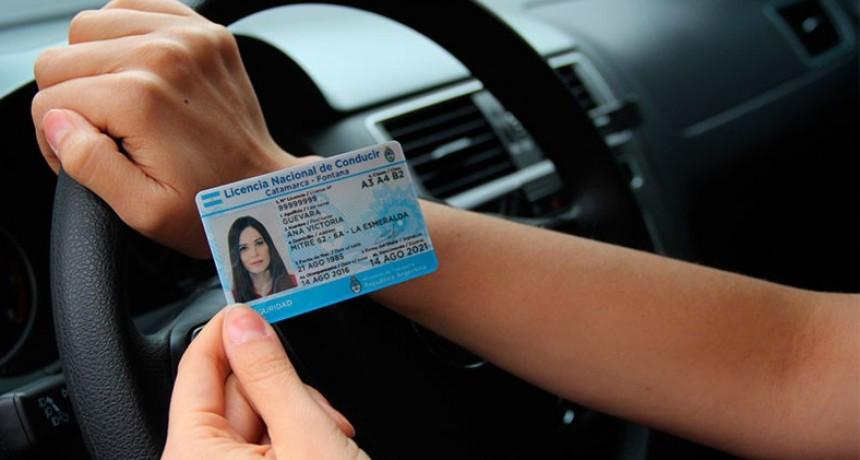 Estafas: Alertan sobre sitios que ofrecen licencias de conducir falsas