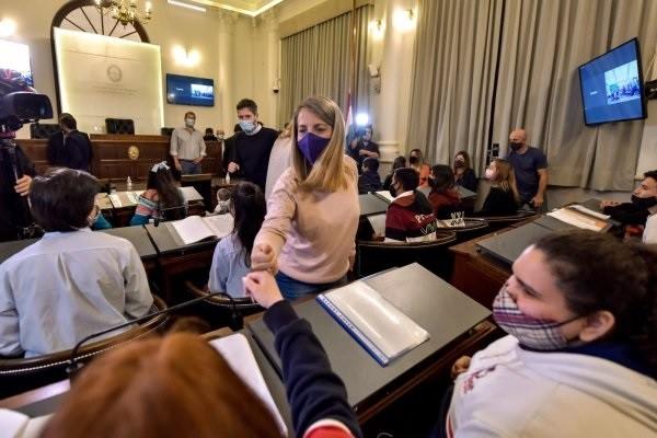 Stratta abrió la instancias departamentales del Senado Juvenil