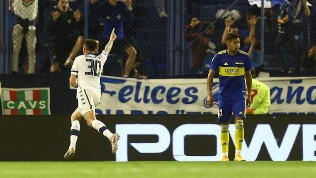 Vélez derrotó a Boca 2 a 0 de local y lo alejó de la lucha por el título