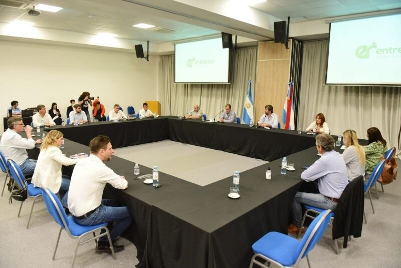 Bordet y el Bloque oficialista de la Cámara de Diputados mantuvieron una extensa reunión de trabajo