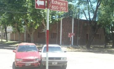 Choque entre dos autos en el mediodía caluroso de Federal