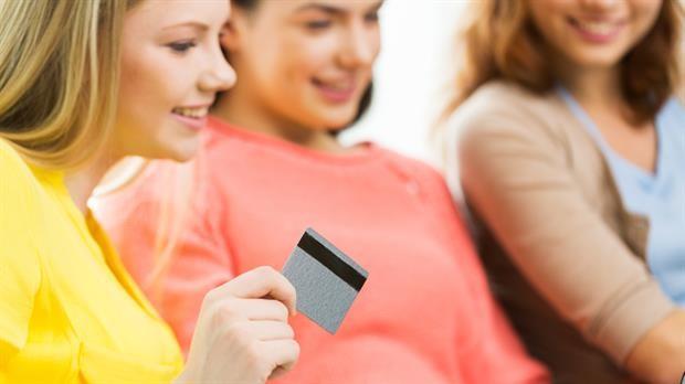 Tarjetas de débito y crédito son también cosa de chicos