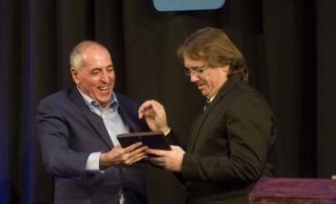 Daniel Enz recibió un reconocimiento de Fopea