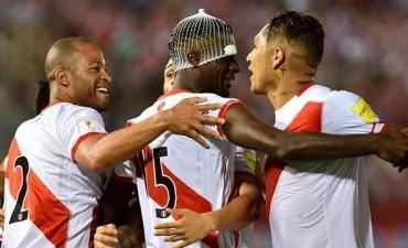Perú dio el gran golpe ante Paraguay y le dio una mano a Argentina