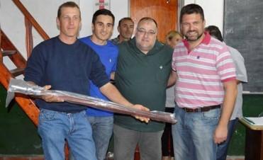 De manos del Presidente Municipal Gerardo Chapino el secundario de ATE de recibió dos astas porta banderas de ceremonias.