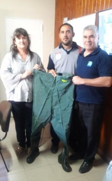 El municipio aportó indumentaria especial para los bomberos voluntarios de Federal.