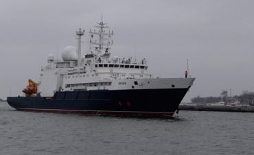 Cómo es el buque ruso Yantar que puede hacer rescates 6 mil metros bajo el agua