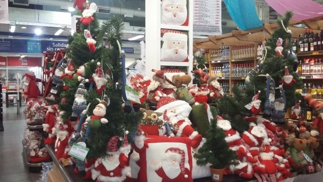 El espíritu navideño empieza a asomar con los precios renovados para armar el arbolito