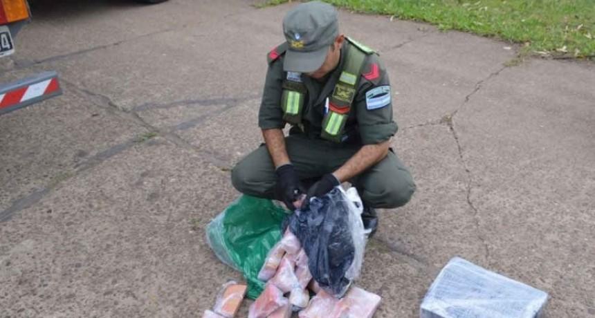 """Operación """"Pintura Fresca"""": Hallan más de 285 kilos de marihuana ocultos en un camión térmico"""
