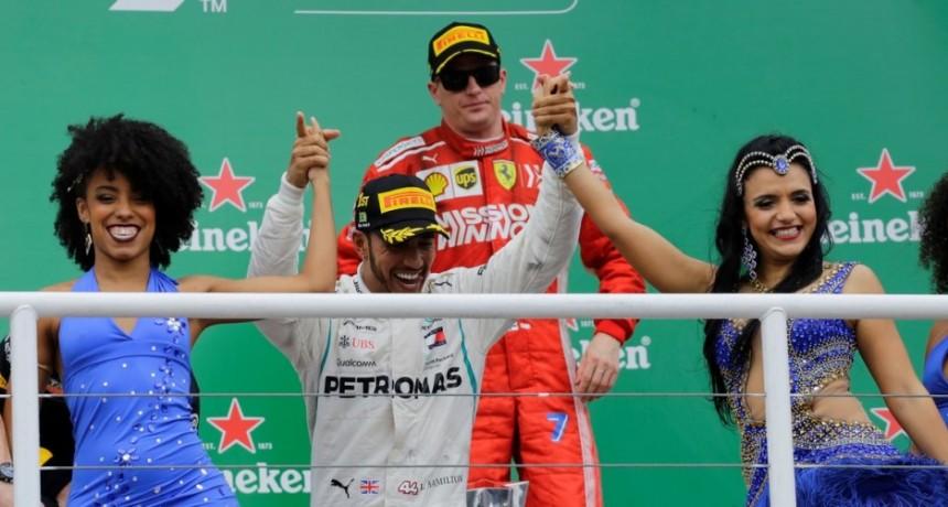 Lewis Hamilton ganó en Brasil y Mercedes festejó otro campeonato