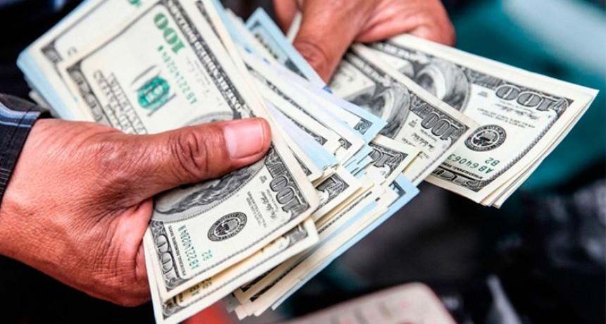 Enumeran 10 razones que explicarían la nueva escalada del dólar