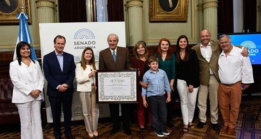 Distinguen en el Senado nacional a una docente rural y a Santiago Miguel Rinaldi