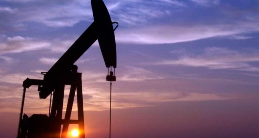 ¿Qué pasará con la nafta?: El barril de petróleo ya cuesta menos de 50 dólares
