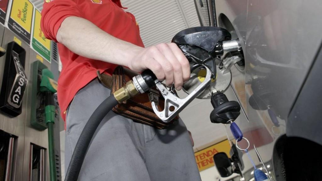 Estiman que a principios de diciembre habrá otro aumento de combustibles