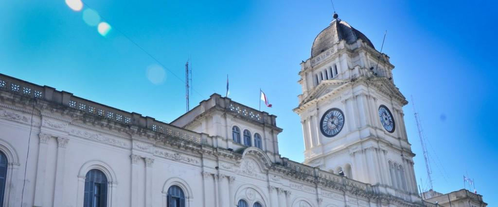 El 21 empieza a pagarse el aumento de octubre a los estatales provinciales