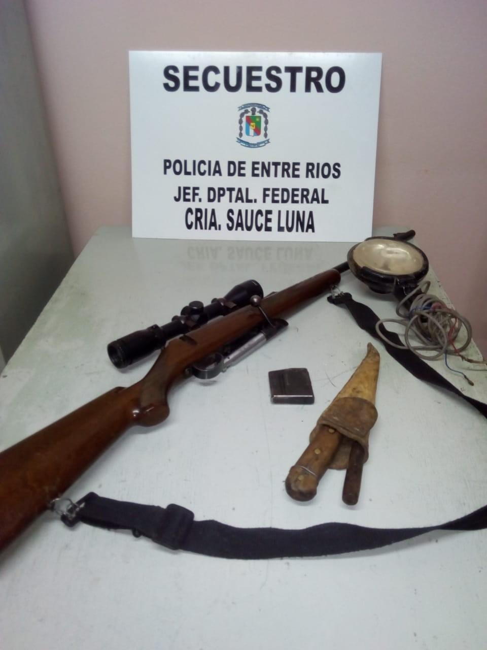 Operativos de control con secuestro de armas y vehículo