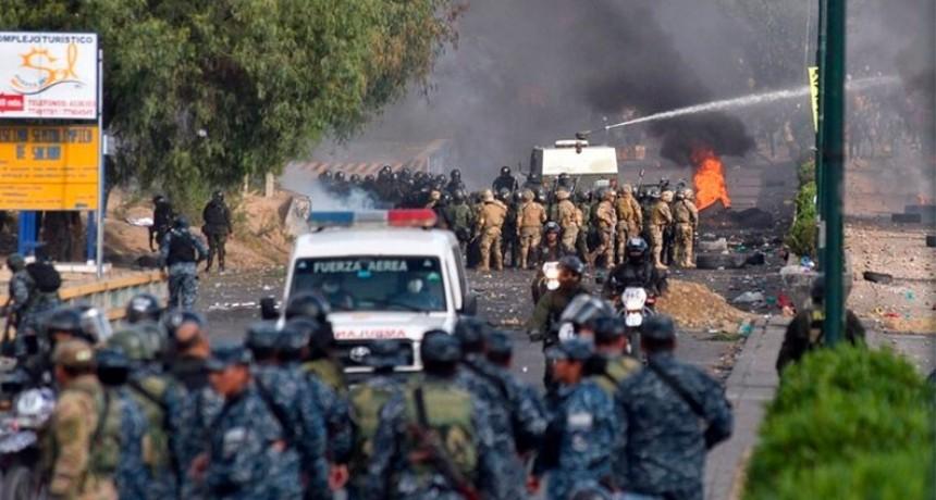 Ascienden a ocho los muertos por la represión en marcha a favor de Evo Morales