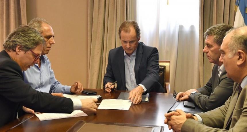Bordet firmó los acuerdos que aseguran la continuidad de importantes obras en la provincia