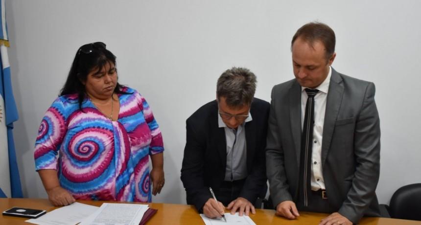 Se firmaron los contratos para la finalización de tres jardines