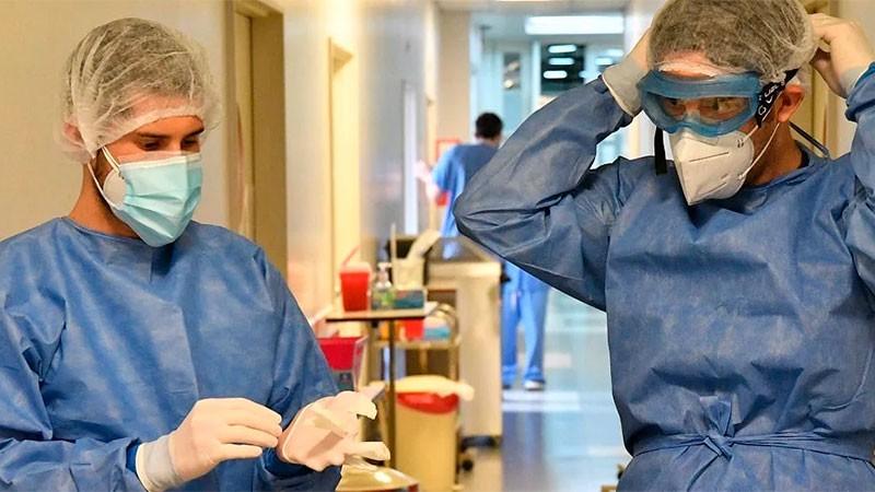 Reportaron 248 muertes y 11.100 contagios de covid-19 en Argentina