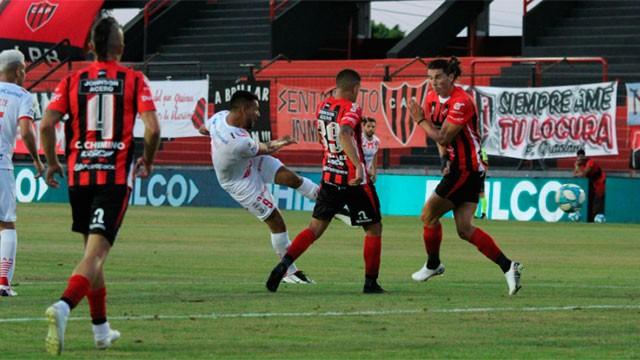 Patronato sigue sin sumar: Cayó con Huracán de local por la Copa de la Liga Profesional