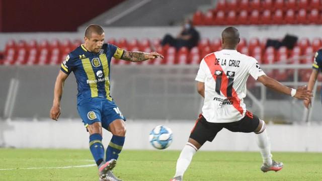 River venció 2 a 1 a Rosario Central y festejó por primera vez en el torneo