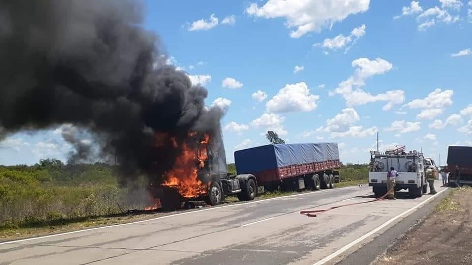 Incendio de camión sobre ruta nacional 127