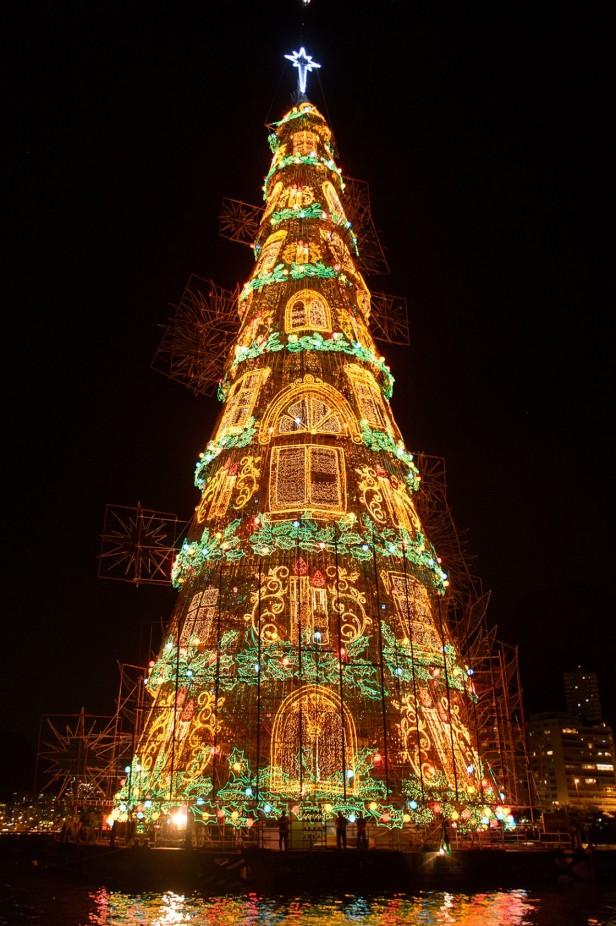 baa251dec30ca El Árbol de Navidad flotante más grande está en Brasil