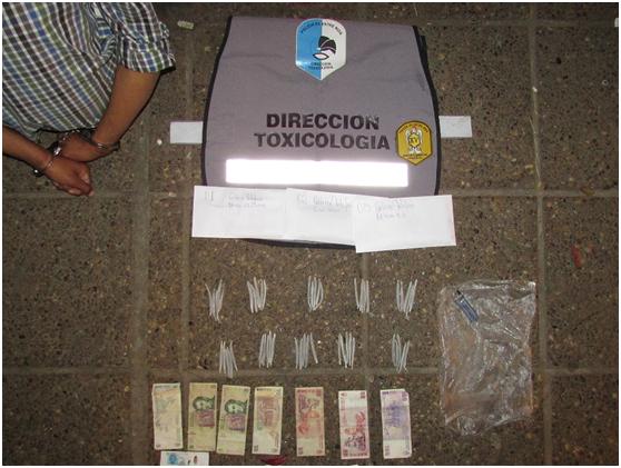 Detienen a una persona que vendía porros en Plaza Urquiza