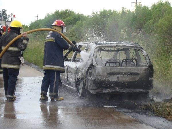Automóvil se incendia camino a Chajarí