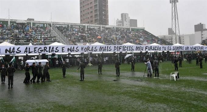 Bajo la lluvia y en su casa, Chapecoense despidió a sus ídolos