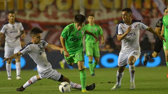 Independiente volvió a la victoria ante River y le dio respiro a Milito