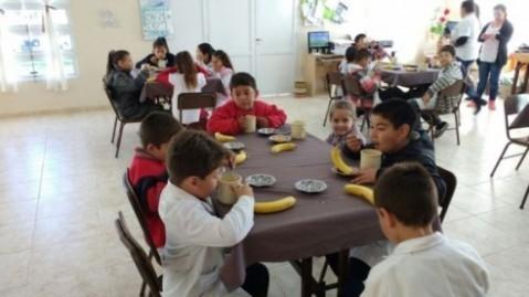 Más de 700 comedores escolares y comunitarios estarán abiertos durante el verano