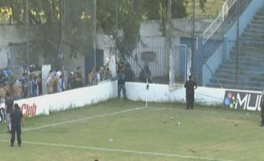 Jugador de Almagro fue internado luego de los incidentes en el partido con Atlético Paraná
