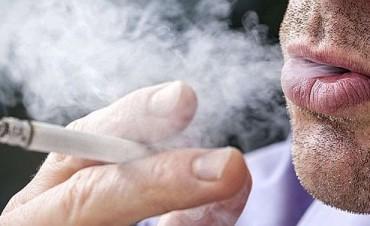 ¿Cuánto aumenta el riesgo de muerte un cigarrillo diario?
