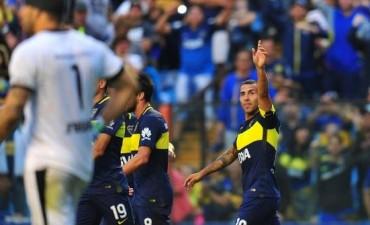 En un partido con mucho olor a despedida para Tevez, Boca goleó a Colón