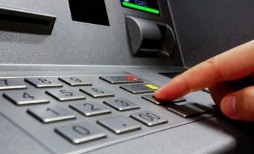 Bancos aumentan los límites de extracción de dinero de los cajeros